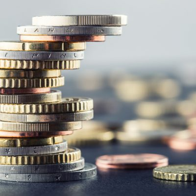 CFA: Analiștii financiari întrevăd pentru următorul an un curs euro mediu de 4,73 lei si o dobanda ROBOR la 3 luni de 3,88%
