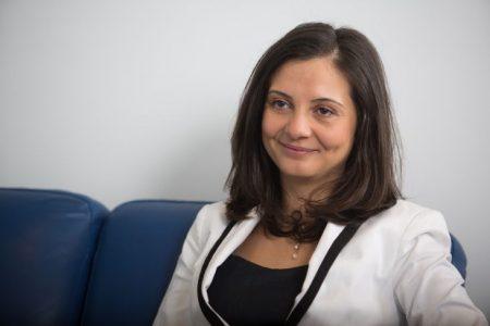 """Nicoleta Deliu, BCR: """"Educația financiară ar trebui să pornească de la ideea de a nu ne mai uita cu teamă și cu rușine la banii noștri. În România subiectul bani este unul tabu. Și asta ne face rău!"""""""
