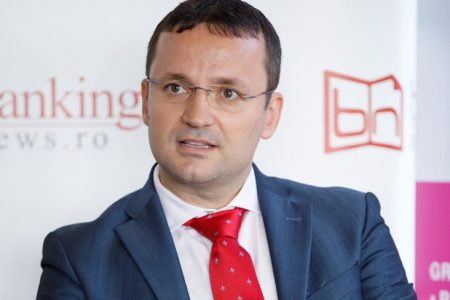 """Banking Innovation Lab. Alin-Daniel Fodoroiu, Idea::Bank: """"Oamenii petrec mult timp pe o rețea socială pentru că aceasta creează context, îi îndeamnă să revină. Pe același model trebuie să meargă și băncile cu digitalizarea!"""""""
