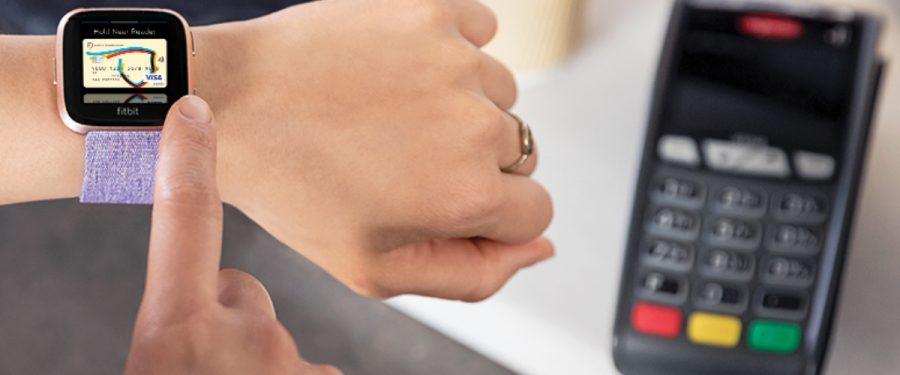 Clientii Bancii Transilvania isi pot lasa portofelul sau telefonul acasa pentru ca de astazi pot face cumparaturi contactless cu Fitbit