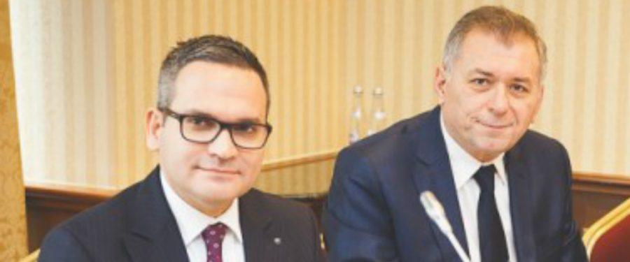 """Nici bine nu s-a încheiat integrarea Bancpost că Horia Ciorcilă și Ömer Tetik anunță că Banca Transilvania este pregătită pentru noi achiziții: """"Avem curajul, experiența şi resursele necesare pentru noi reinventări ale băncii noastre… dacă vor apărea oportunități pe piață"""""""