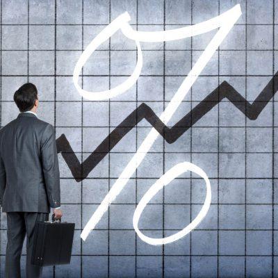 Piaţa valutară traversează o perioadă de reaşezare a echilibrului între dobândă şi curs, pe fondul unui deficit de credibilitate