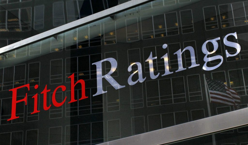 Primele efecte ale taxei pe lăcomie: Fitch a scăzut perspectivele BCR și BRD și menționează clar că măsurile adoptate recent au impact negativ asupra băncilor