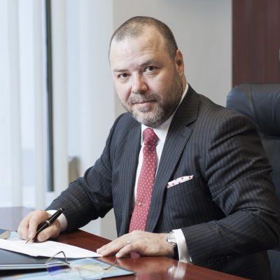 """Florin Dănescu, despre ordonanța lăcomiei: """"Până să fie respinse de CCR cele trei legi, industria bancară s-a refugiat de tsunami pe un munte înalt. Acum, cu taxa pe active, am aflat că muntele este un vulcan și fugim ca de foc!"""""""
