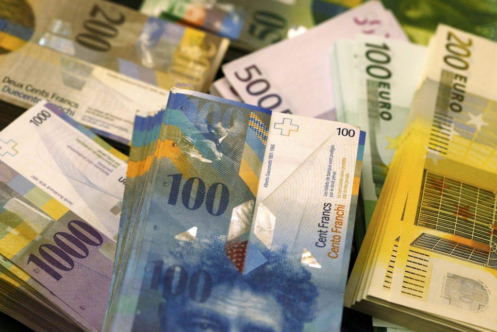 Numărul debitorilor cu credite în CHF a scăzut până la 20.651