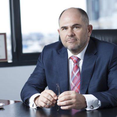 """Sergiu Oprescu către Guvern: """"Haideți să încercăm să minimizăm impactul OUG 114!"""". Bancherii au propus ca băncile cu pierderi să nu fie taxate, iar pentru restul băncilor taxa să nu depășească un anumit procent din profit"""