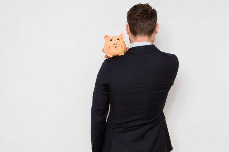 Românii nu văd cu ochi buni educația financiară, doar 1% ar apela la un specialist