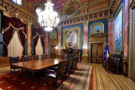 """""""Ziua porţilor deschise"""" la BNR. Românii s-au înghesuit să descopere istoria Băncii și ceva în plus: colecţia de aur şi monede de aur. Mugur Isărescu, ghid prin muzeu"""
