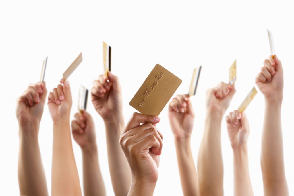 UniCredit lansează Mastercard Young, primul card de debit ce va putea fi folosit şi de copiii sub 14 ani