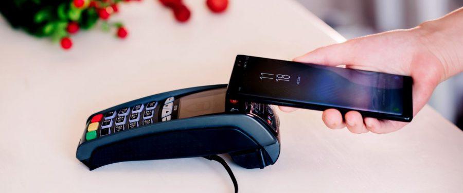 Clienții Băncii Transilvania preferă la cumpărături tranzacțiile contactless cu cardul, telefonul sau BT Pay