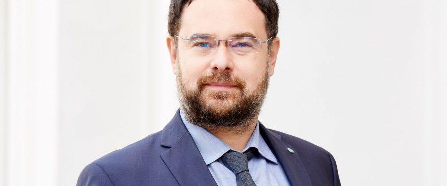 CFA România se implică în educaţia financiară. Adrian Codirlaşu: Lipsa educaţiei financiare conduce la dependenţa oamenilor de surse de sprijin financiar, cum sunt statul sau copiii