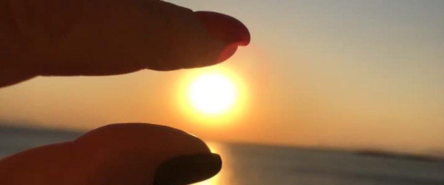 Soarele începe să strălucească din nou pe cerul economiei Greciei. Băncile elene respiră aerul prosperității. Alpha Bank, prezentă de 25 de ani pe piața românească, pregătește un nou plan strategic de dezvoltare