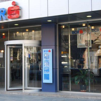 Banca de pe telefon. BCR a lansat creditul de nevoi personale 100% online