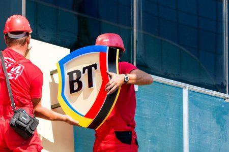 Cardul invizibil e ultimul trend. Banca Transilvania a lansat primul ATM contactless din România