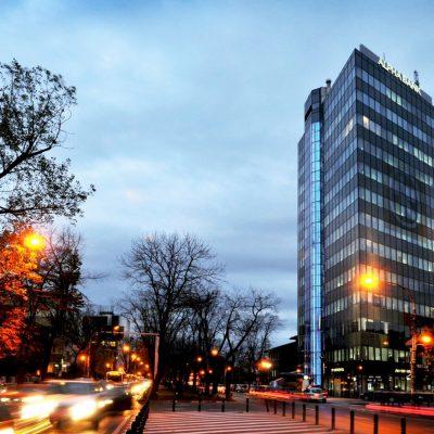 În primele 9 luni, Alpha Bank a realizat profit brut de aproape 11 milioane euro. Banca și-a înjumătățit rata creditelor neperformante