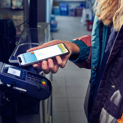 Apple Pay direct din George pentru clienții BCR