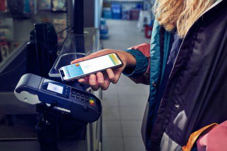 Apple Pay direct din George pentru clienții BCR