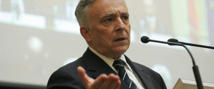 """Mugur Isărescu: """"Trebuie să avem grijă de echilibrele macroeconomice ca de lumina ochilor"""""""
