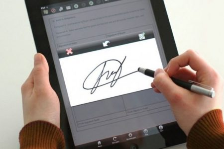 UniCredit Bank introduce semnătura electronică pentru clienții companii, o premieră pentru piața bancară din România