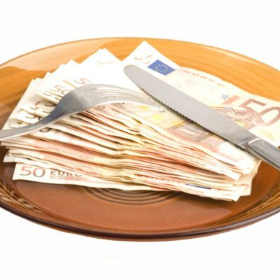 Oferta de credite în euro este mai săracă decât oricând. Doar 6 bănci mai acordă asemenea împrumuturi, însă condițiile de eligibilitate solicitate le fac neatractive!