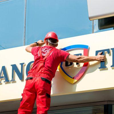 CORONACRIZĂ: Banca Transilvania a decis amânarea ratelor aferente cardurilor de credit. Clienții beneficiază de o pauză până în luna mai 2020