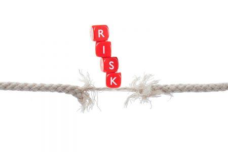 Riscurile sistemice la adresa stabilităţii financiare din România sunt în creştere. Băncile din România au identificat un risc sever și șapte ridicate, potrivit chestionarului BNR