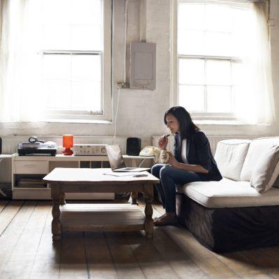Studiu ING: 2 din 5 români preferă să economisească pentru cumpărarea unei locuințe