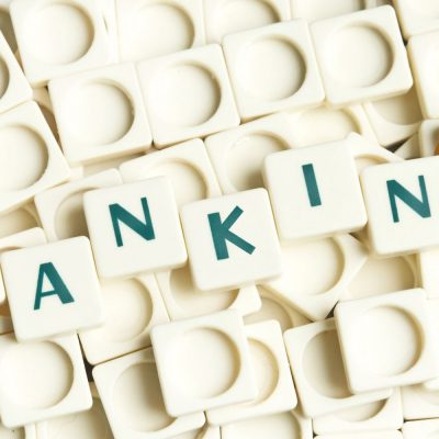 Coronacriză. Băncile își modifică programul agențiilor din centrele comerciale, pe fondul decretării stării de urgență