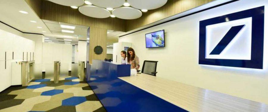 CORONACRIZĂ. Cei 900 de angajați ai Deutsche Bank din București lucrează de acasă. Compania și-a mutat operațiunile online. Centrul de tehnologie își extinde echipa și face interviuri online pentru ocuparea a 100 de noi posturi