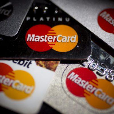 În urma creșterii fulminante a utilizării cardurilor în acestă perioadă, Mastercard dubleză limita pentru plățile contactless fără PIN în România