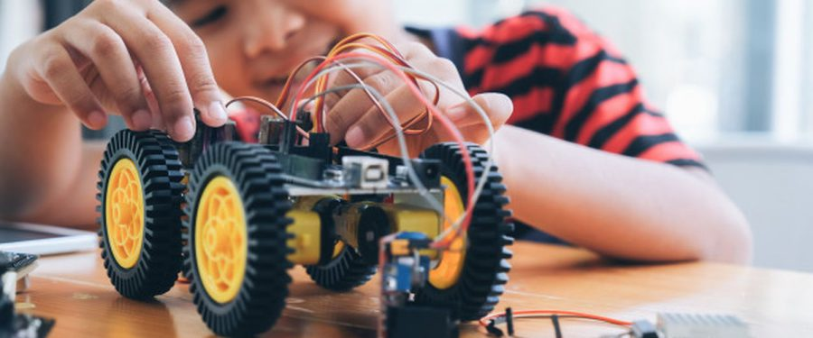 BCR și NEXTLAB.TECH fac cursuri de robotică online