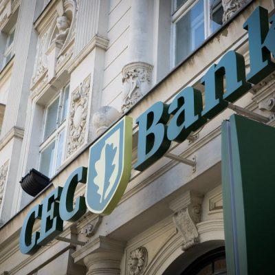 CEC Bank emite gratuit carduri pensionarilor și le trimite gratuit acasă. Banca va permite încasarea pensiilor în numerar, la domiciliu, pentru clienții CEC Bank din comunele și orașele mici