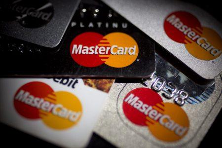 """Mastercard se alătură campaniei """"Donează pentru linia întâi"""", cu o donație de 500.000 de lei și contribuții suplimentare fiecărei donații individuale"""