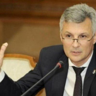 Legile inițiate de Daniel Zamfir au trecut de Parlament. Plafonarea dobânzilor și darea în plată, merg la promulgare