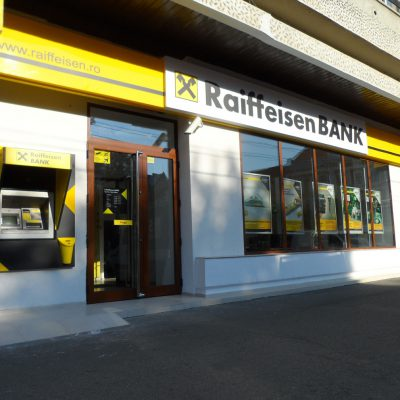 Raiffeisen Bank a lansat serviciul cash-back în benzinăriile Rompetrol