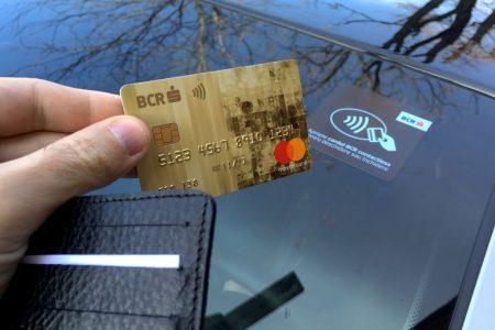 BCR introduce noi măsuri menite să asigure protecția clienților atunci când plătesc cu cardul. Atenție! Codul PIN se va solicita ocazional și pentru cumpărături contactless mai mici de 100 lei