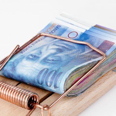 """O bancă a șters o datorie de 43.000 de franci elvețieni pentru o familie din București prin negocierea asistată de CSALB. """"Când am primit soluția nu-mi venea să cred, am zis că nu este real. În sensul că banca mi-a șters absolut tot creditul!"""""""