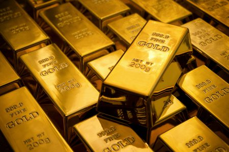 Rezervele internaționale sunt la maxime istorice, însă valoarea rezervei de aur s-a ajustat