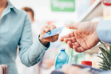 Cum a schimbat Covid-19 industria plăților cu cardul și de ce comercianții trebuie să se adapteze rapid