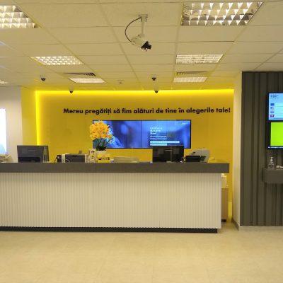 """Raiffeisen Bank deschide prima agenție în Cluj, amenajată pe baza conceptului de """"Noua Generație"""". Monica Udrescu: """"Noul concept de design interior și de organizare a unităților noastre este menit să ofere o nouă experiență de banking clienților noștri, pornind de la o atmosferă relaxată și prietenoasă"""""""