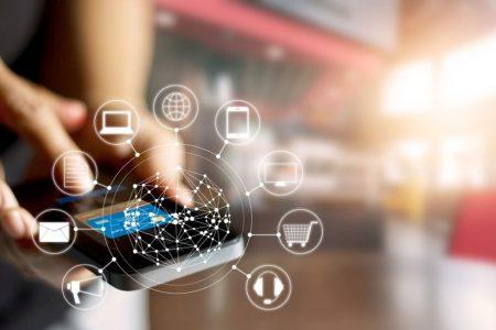 Studiu iSense: Digitalizarea băncilor, accelerată de pandemia de coronavirus. 70% dintre românii cu acces la internet folosesc carduri contactless, iar 31% fac plăți cu telefonul mobil