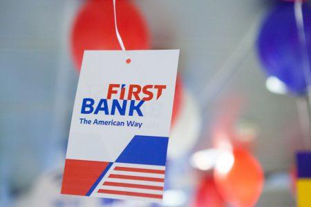 First Bank, singura bancă de unde cetățenii americani din România își pot încasa cecurile de asistență financiară oferite de guvernul american