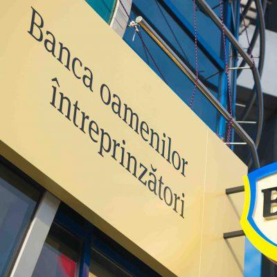 Pentru a avea o firmă nouă, primii trei paşi pot fi făcuţi online prin Banca Transilvania