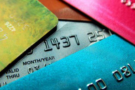 BNR: Peste 18,43 milioane de carduri au fost emise în România. Și totusi, cardurile active sunt în scădere