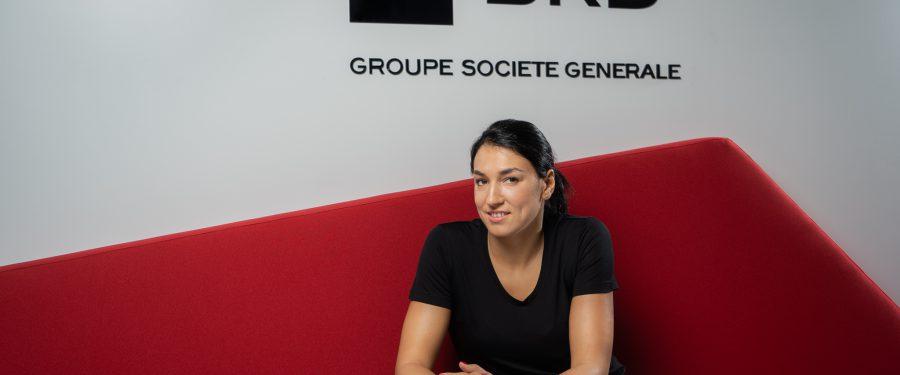 """Cristina Neagu, cea mai bună jucătoare de handbal din lume, este noul ambasador al BRD. François Bloch: """"sunt impresionat de puterea ei de muncă, de perseverența și seriozitatea ei"""""""