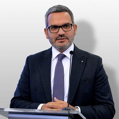 """VIDEO. Ömer Tetik (Banca Transilvania), mesaj pentru fiecare român: """"Cumpără de lângă tine! Un lucru pe care îl putem face uşor fiecare dintre noi este să susţinem afacerile locale, să cumpărăm de la oamenii şi firmele de lângă noi"""""""