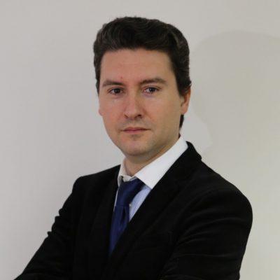 """Bogdan Căpraru, Profesor Universitar: """"Ar trebui ca băncile să fie lăsate să își desfășoare activitatea fără a mai fi hărțuite de diverse inițiative legislative pseudo pro debitori. Este bine să învățăm din greșelile crizei anterioare și a celor legate de exuberanța din ultimii ani când vorbim despre finanțele publice!"""""""