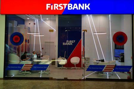 Parteneriat inedit între UBER și First Bank. Cum poți beneficia de curse mai ieftine în București, Brasov, Iasi și Timișoara