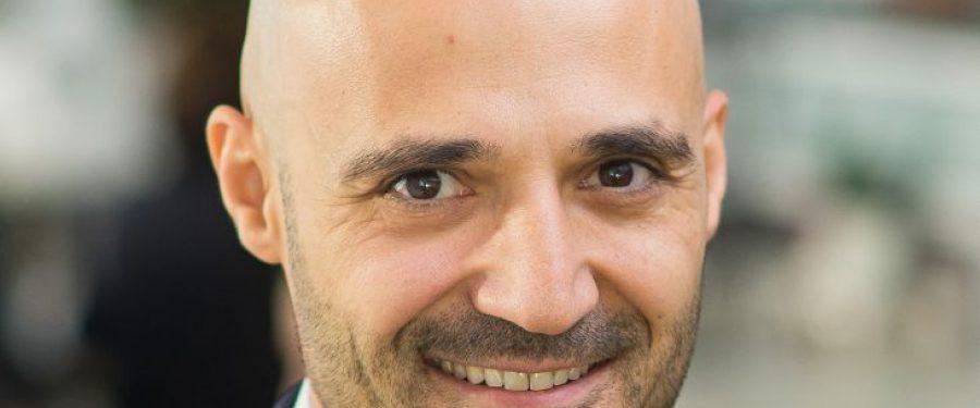 """Raiffeisen Bank înregistrează lunar peste 15 milioane de logări în aplicația Smart Mobile. Cătălin Munteanu: """"În fiecare lună, înrolăm peste 20.000 de clienți în aplicațiile de internet și mobile banking"""""""