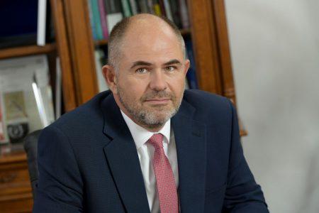 Sergiu Oprescu devine președintele holdingului în care au fost integrate subsidiarele Alpha Bank din România, Cipru și Albania. Bancherul va conduce astfel de la București operațiunile băncii grecești din cele 3 țări